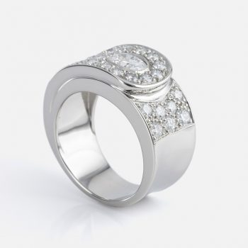 """Valdez"" ring in platinum with diamonds."