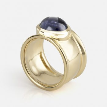 """Candies"" ring in yellow gold with iolite."