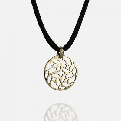 """Promessa de Amor"" medallion in yellow gold with silk cord."