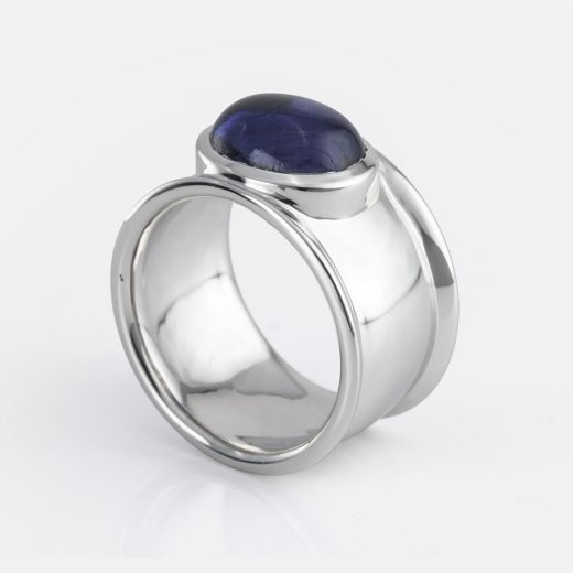 'Candies' ring in white gold with iolite