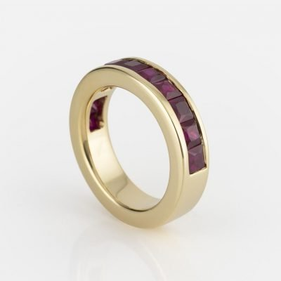'Meia Memória' ring in yellow gold with rubies