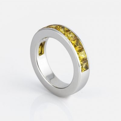 'Meia Memória' ring in white gold with yellow sapphires