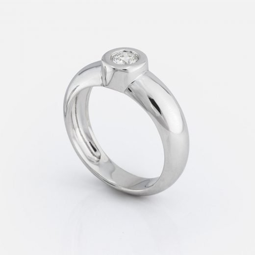 'One' ring in white gold with diamond