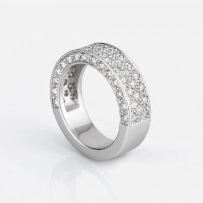 'Pavé' ring in white gold with diamonds
