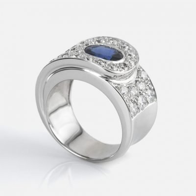 'Valdez' ring in white gold with diamonds and sapphires from Ceylon