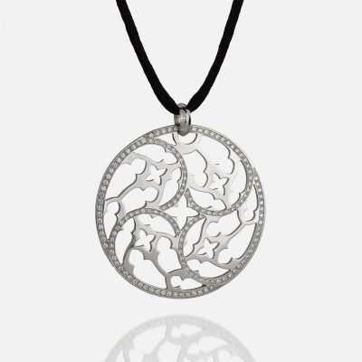 'Promessa de Amor' medallion in white gold with diamonds and silk cord