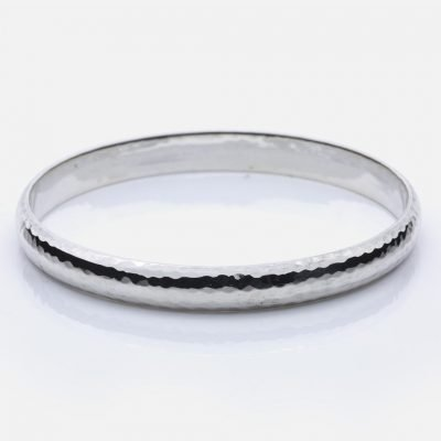 Hammered bracelet in silver