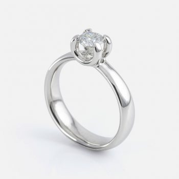 """Solitário"" ring in platinum with diamonds."