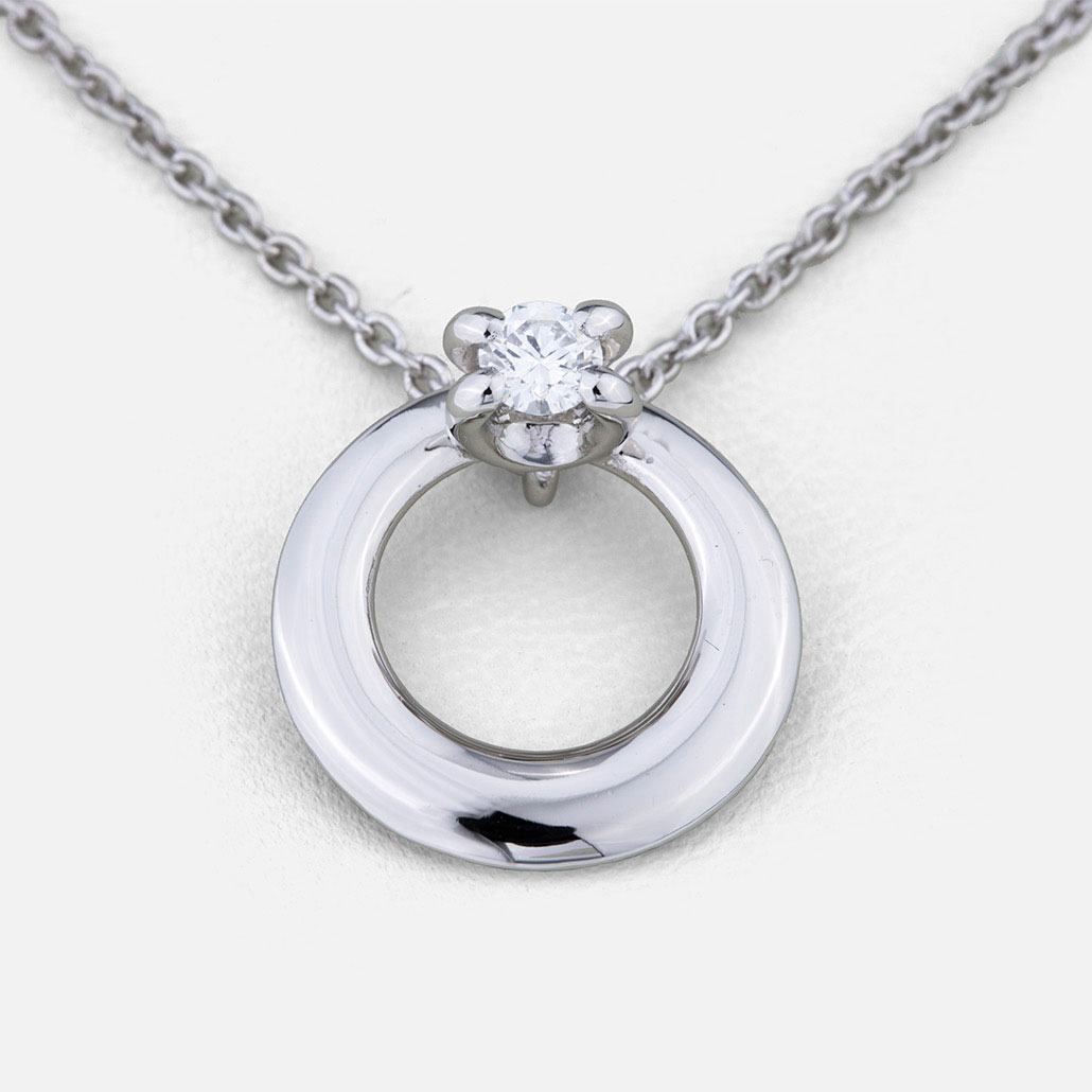 """Solitário"" chain and pendant in platinum with diamonds."