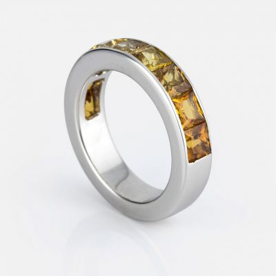 """""""Meia Memória"""" ring in white gold with sapphire mix."""