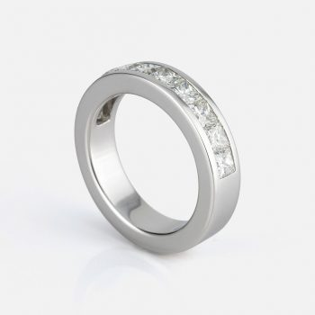 """Meia Memória"" ring in white gold with carré diamonds."