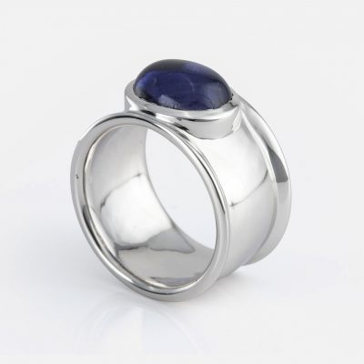 """Candies"" ring in white gold with iolite."