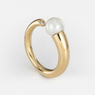 """Akoya"" ring in yellow gold with pearl and diamond ."