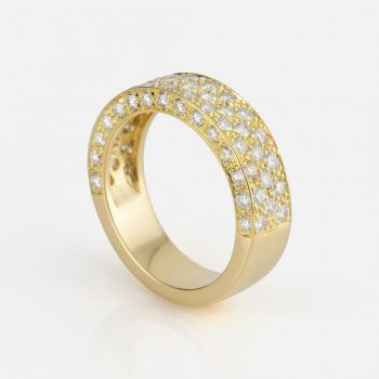 """Pavé"" ring in yellow gold with diamonds."