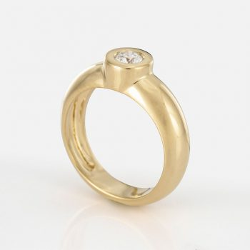 """One"" ring in yellow gold and diamond."