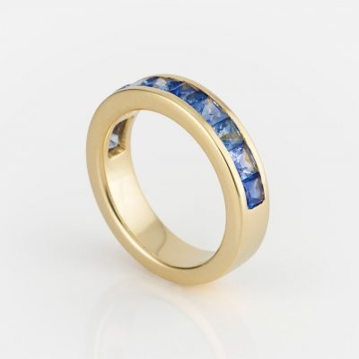 """""""Meia Memória"""" ring in white gold with pale-blue sapphires."""