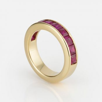"""Meia Memória"" ring in yellow gold with rubies."