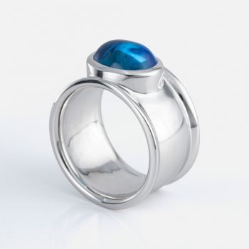 """Candies"" ring in white gold with swiss blue topaz cabochon."