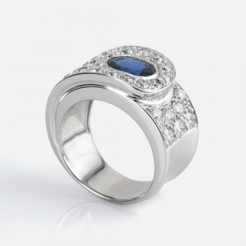 """Valdez"" ring in white gold with diamonds and sapphires from Ceylon."