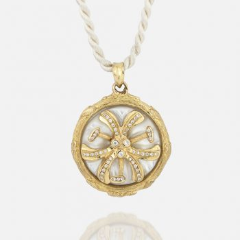 """""""Madonna Lilly"""" chain and medallion in yellow gold and mother of pearl with diamonds."""