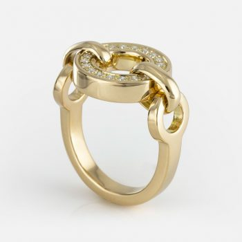 """Cordão Português"" ring in yellow gold with diamonds."