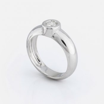 """One"" ring in white gold with diamond."