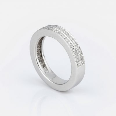 """""""Twice"""" ring in white gold with diamonds."""