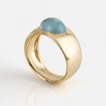 """Skandi"" ring in yellow gold with milky aquamarine."