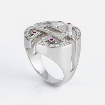 """Oriente - Longevidade"" ring in white gold with diamonds and rubies."