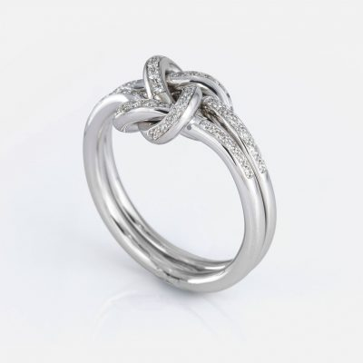 'Knot Me' ring in white gold with diamonds