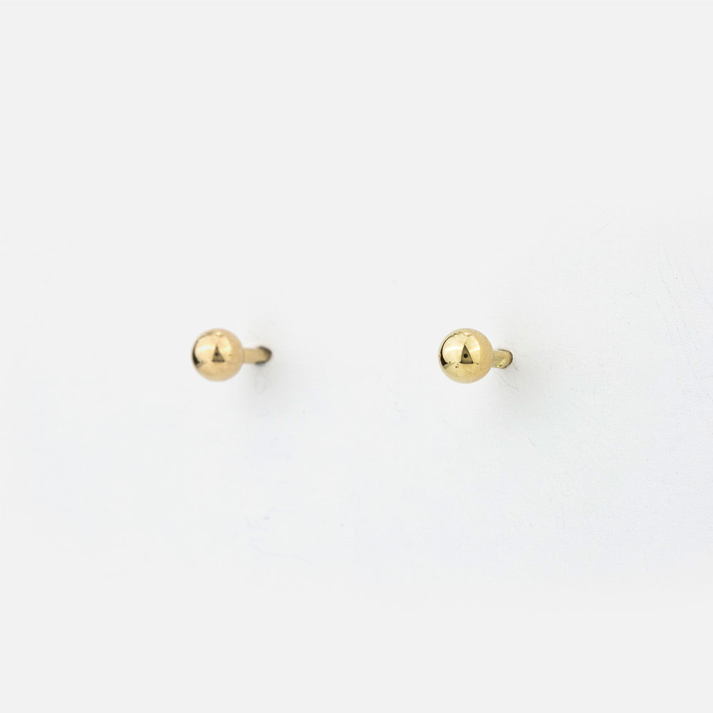 Pair of earrings in yellow gold.