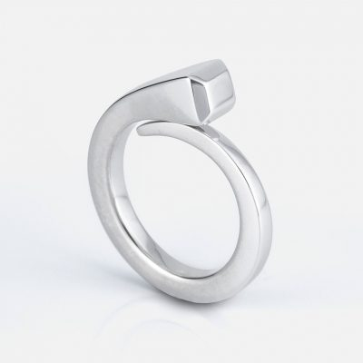 """""""O Cravo"""" ring in silver."""
