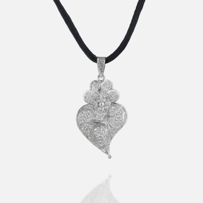'Heart of Viana' filigree pendant in silver