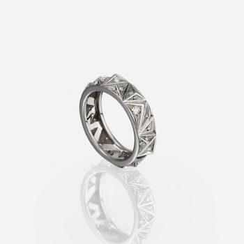'Les Pyramides' ring 6 mm in white gold and diamonds