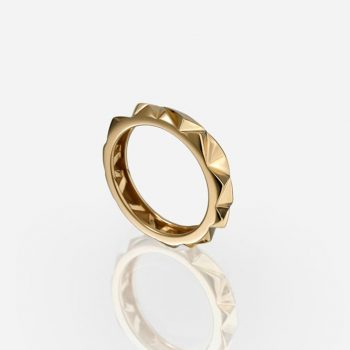 'Les Pyramides' ring 4 mm in yellow gold