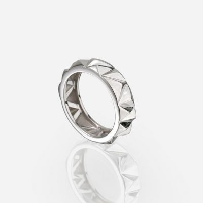 'Les Pyramides' ring in white gold