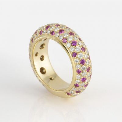 'Fancy' ring in gold with diamonds and rose sapphires