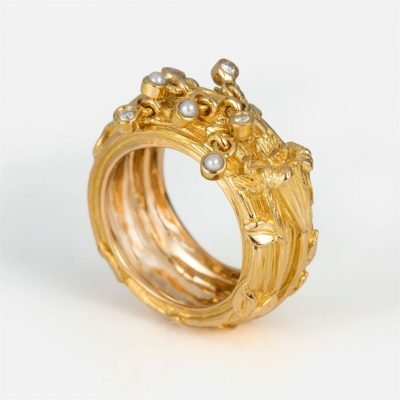 'Madonna Lilly' ring in yellow gold with diamonds and pearls