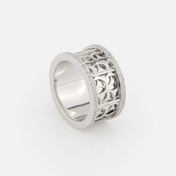 """Azulejo Português - Uptown"" ring in white gold with diamonds."