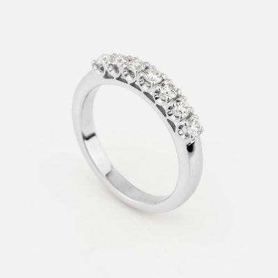 """Forever"" ring in white gold with 7 diamonds"