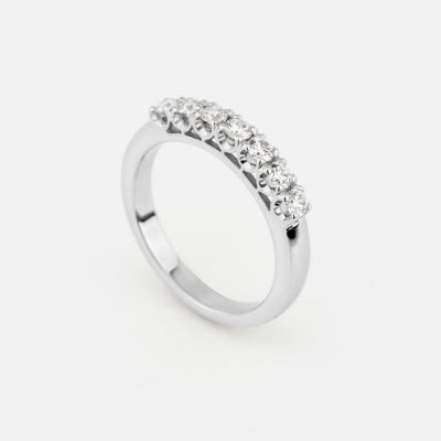'Forever' ring in white gold with 7 diamonds