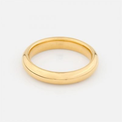 Comfort-fit wedding band in yellow gold