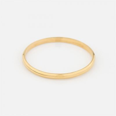 Half-round wedding band in yellow gold