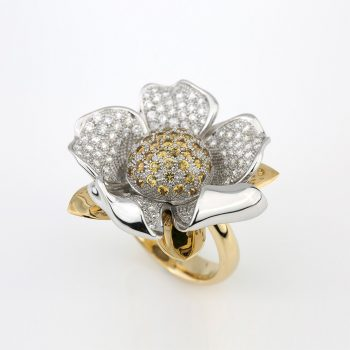 """""""Embondeiro"""" Flower ring in gold, diamonds and sapphires"""