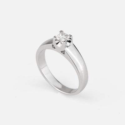 """Princess"" ring in white gold with diamond"