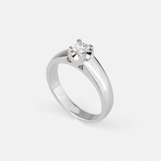 'Princess' ring in white gold with diamond