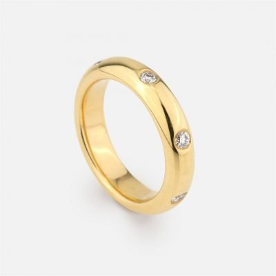 Diamond band in yellow gold