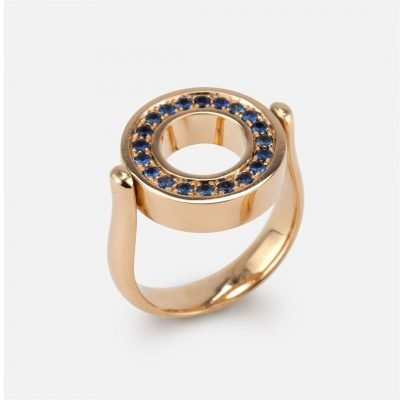 'Inverso' reversible ring in gold with diamonds and blue saphires