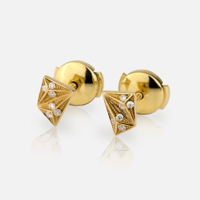 Short 'Les Pyramides' pair of earrings in yellow gold and diamonds