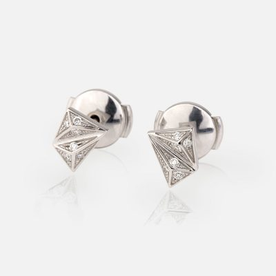 Short 'Les Pyramides' pair of earrings in white gold and diamonds